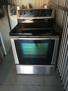 Perfectly working flattop convection range 647 236 8571