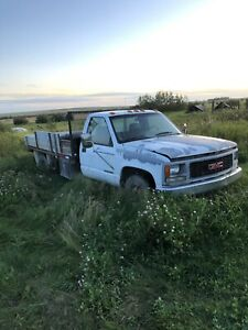 1995 gmc c/k 3500 454 with deck 1900$ obo