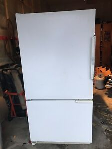 Amana bottom freezer Fridge