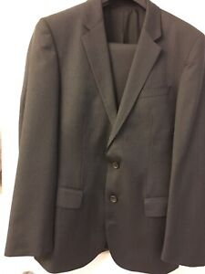 Mens HUGO BOSS suit 36R(read ALL)