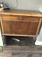 Antique Victor Record Player $124