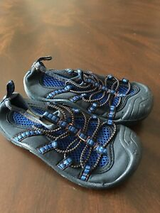 Oshkosh Little kids size 8 water shoes