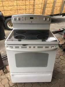 GENERAL ELECTRIC GLASS TOP STOVE $150