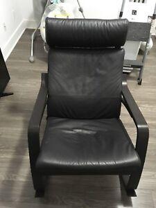 Chaise berçante de marque POANG de chez IKEA