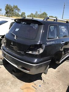 Mitsubishi Outlander 2005 wrecking all parts available Roxburgh Park Hume Area Preview