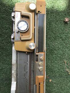 'Singer' memo-matic 322 knitting machine