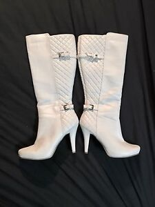 SIZE. 8- Like new - White knee high boots