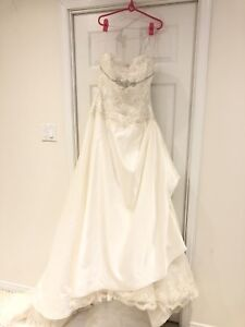 Brand new Bride's Wedding Gown Wear Once