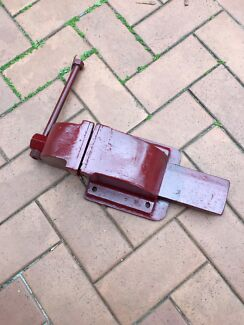 Bench top vice large good condition