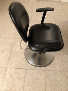 Hair salon equipments . PLEASE (contact me by text or email.