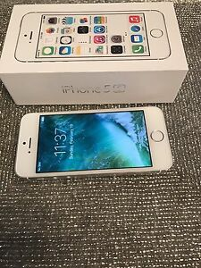 iPhone 5S. 16 gb. Silver Rogers or charter Mint