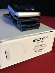 Apple watch 38 mm ( 2 bracelets ) 1 mois