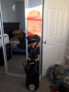 Lamar 159cm snowboard and matching bindings with bag