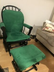 Rocking chair with rocking foot support