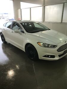 Ford Fusion white pearl