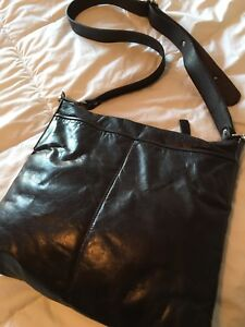 Sac M0851 2-pocket cross-body flat bag aec2375a4ddda