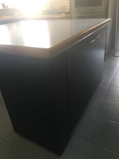 Kitchen bench approx1.5x1.5 with a rounded off edge