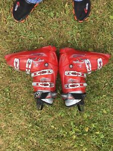Ski boots size 9-9/12 or 315 mm. Like new