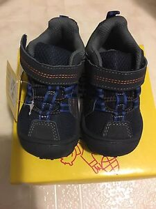 New with tags and box size 5 sturdy hiking shoes