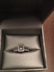 Beautiful Wedding Set..... MAKE AN OFFER. NEEDS GONE