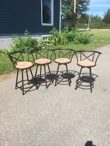 4 bar stools very good condition