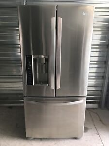 LG FRENCH DOOR FRIDGE 550$ 33W X 31D X 69H  2012