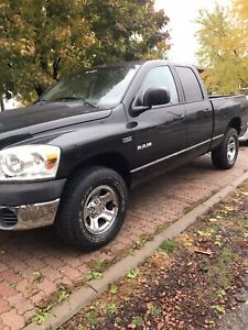 2008 Dodge Ram 1500 quad cab4x4  5.7 hemi $8500 certified