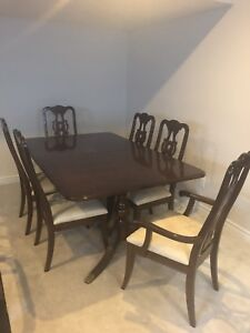 Queen Anne Dining Room Set With Hutch And Buffet
