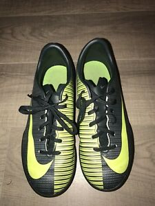 Chaussure soccer Nike terrain synthétique pointure 3.5