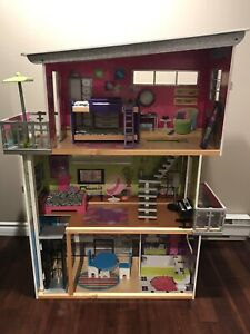 Barbie dollhouse, in excellent condition