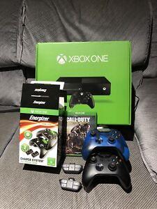 Xbox one 500go avec 1 jeux, 2 manettes et accesoires