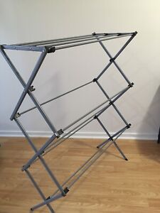 Selling a dry rack for 5 bucks *pickup only*
