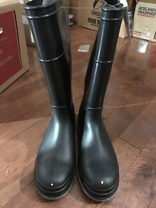 Rubber boots stainsteel toe to work with protection on the toe