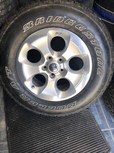 DEAL 5 tires sur mag 18 pouces jeep