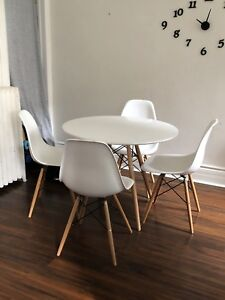 Tulip / Eiffel Table & 4 chairs - 1 year old NOT IKEA !