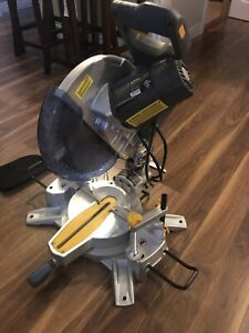 Maximum Dual-Bevel Mitre Saw with Laser, 12-in