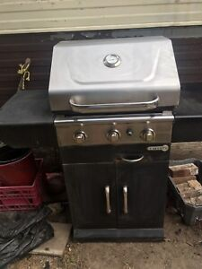 BBQ,,shelf,wood table w/benches