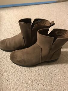 Ecco women ankle boots . Perfect condition almost new
