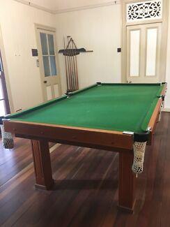 Billiard/pool table
