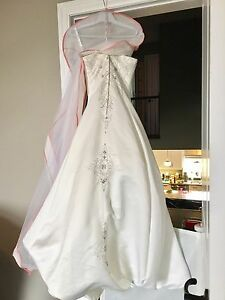 Wedding dress size 10 but fits size 7
