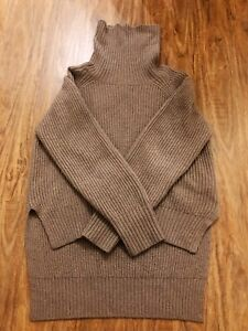 Aritzia Wilfred turtleneck Lin sweater
