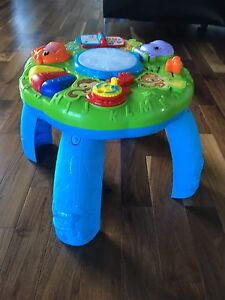 Musical activity table, great condition