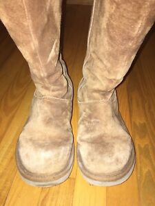 Authentic uggs -- size 7