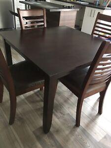 Set de cuisine avec 4 chaises