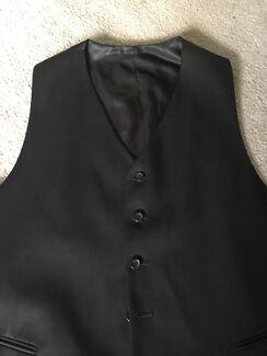 Men's black vest size xl