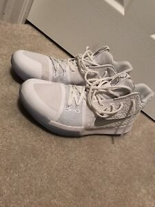 Kyries 3's basketball shoes