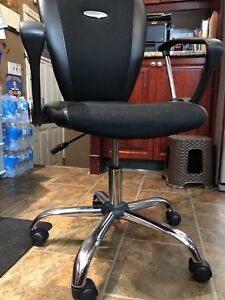 Computer chair good condition 65$