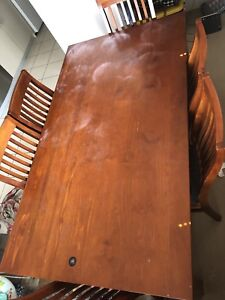 Dining table Good condition