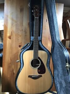 Yamaha FG720s solid top acoustic guitar