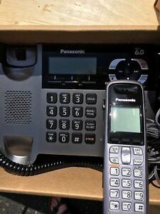 Panasonic cordless phone with base and 3 additional handsets